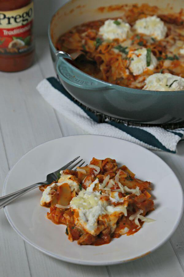 This Rustic Skillet Lasagna from CookingInStilettos.com is a delicious and easy weeknight dinner idea. This skillet lasagna recipe goes from stovetop to table in about 30 minutes | @CookInStilettos