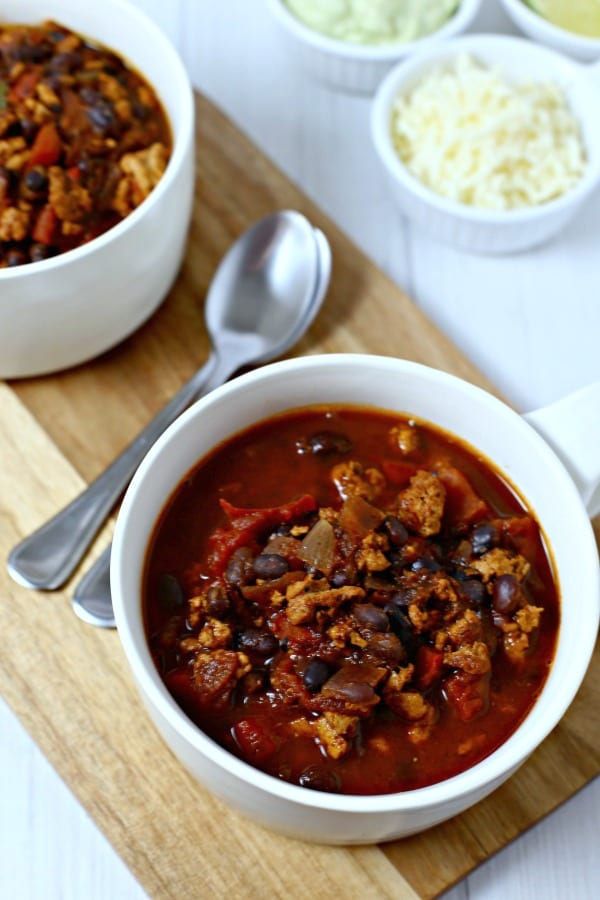 Baja Chicken Chili from CookingInStilettos.com is ready in 30 minutes and tastes like it has simmered for hours. Southwestern flavors, spices & a hint of honey unite for the perfect chicken chili recipe. | @CookInStilettos Baja Chicken | Chicken Chili | Southwestern Chili | Avocado Creama | 30 Minute Recipe | Easy Dinner | Weeknight Dinner | Chili Recipe