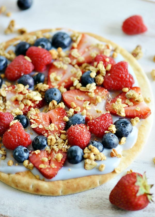 Delicious Dishes Recipe Party #28 | Yogurt Fruit Breakfast Pizza from Finding Zest