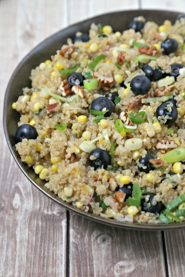 Quinoa Pilaf with Fresh Summer Corn and Blueberries from CookingInStilettos.com is the perfect summer side dish. Packed with the flavors of summer with sweet summer corn and ripe blueberries and accented with crunchy pecans, this quinoa pilaf will be a family favorite | @CookInStilettos