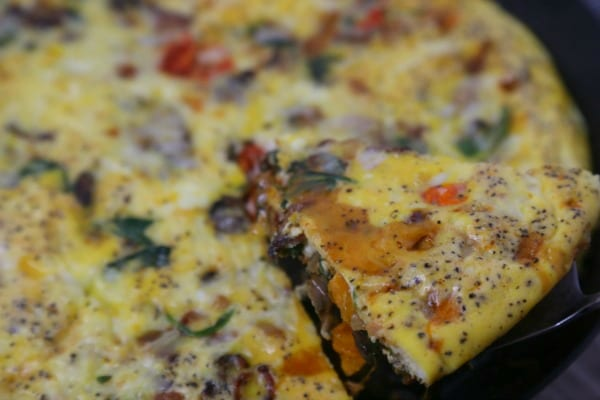 This easy one-pan BLT Frittata from CookingInStilettos.com is packed with the classic flavors of bacon, spinach and tomatoes along with mushrooms and cheese for the perfect breakfast, brunch or dinner bite | @CookInStilettos