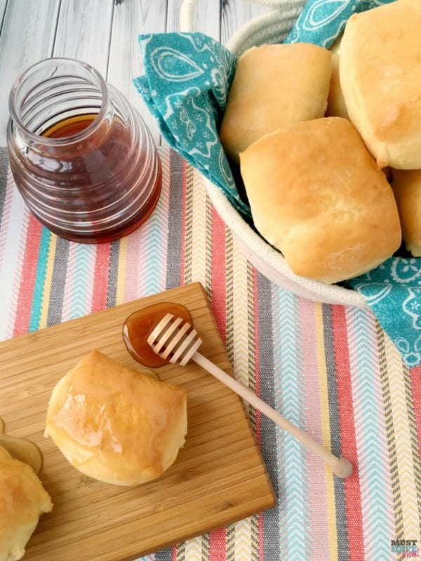 Delicious Dishes Recipe Party - Favorite Comfort Foods - Copycat Texas Roundhouse Rolls with Cinnamon Honey Spread from Must Have Mom   CookingInStilettos.com