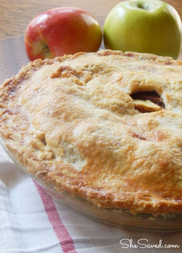Delicious Dishes Recipe Party - Thanksgiving Recipes- Easy Homemade Apple Pie Recipe from She Saved | CookingInStilettos.com