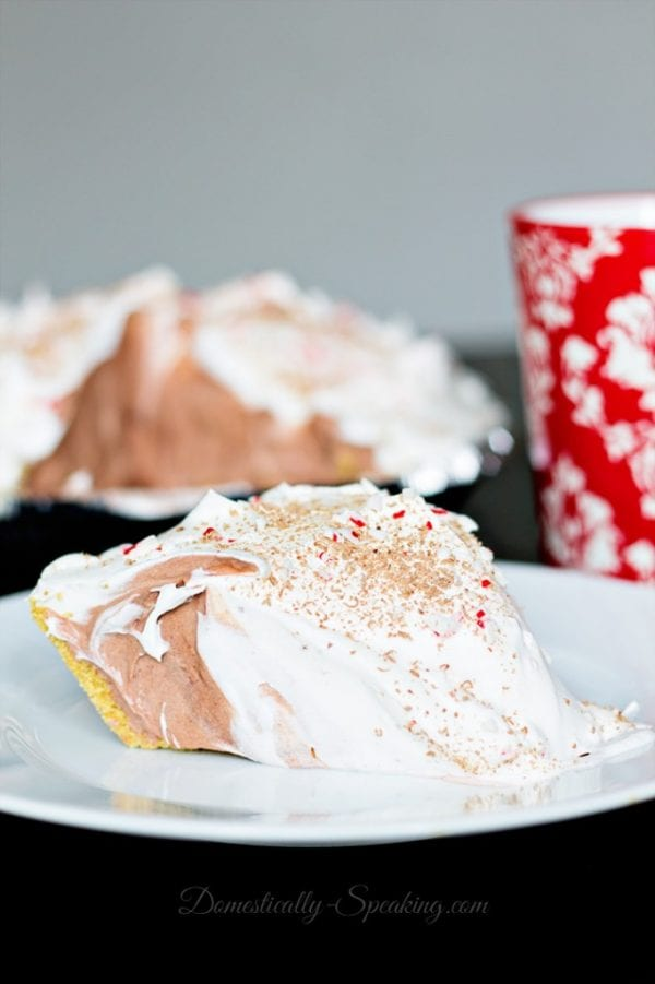 Delicious Dishes Recipe Party - Peppermint Recipes - Easy Peppermint Chocolate Cream Pie from Domestically Speaking | CookingInStilettos.com