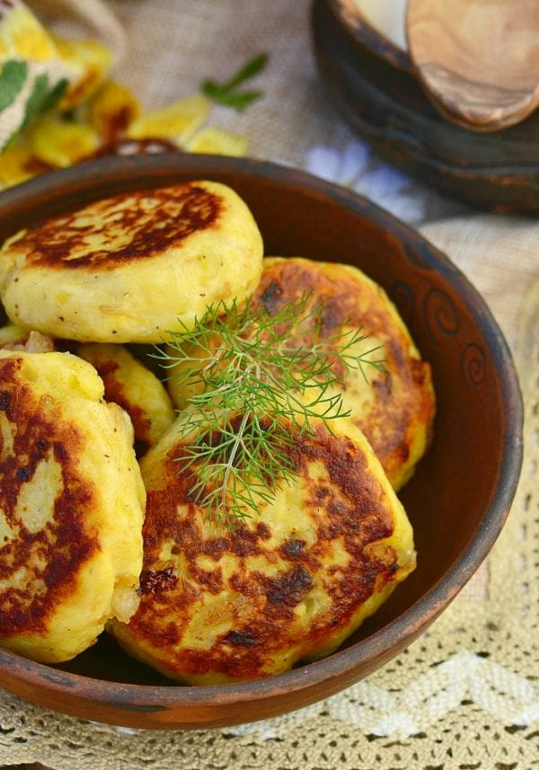 Delicious Dishes Recipe Party - Light and Healthy Recipes - Onion Patties from Totally the Bomb | CookingInStilettos.com