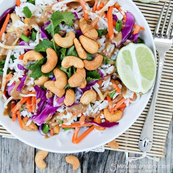 Delicious Dishes Recipe Party - Our Favorite Recipes of 2016 - Thai Cashew Rice Salad from 5 Minutes for Mom | CookingInStilettos.com