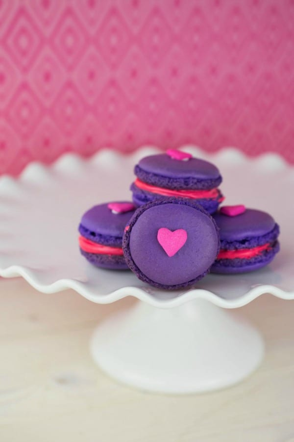Delicious Dishes Recipe Party - Valentine's Day Recipes - Valentine's Day Macarons from This Mama Loves | CookingInStilettos.com