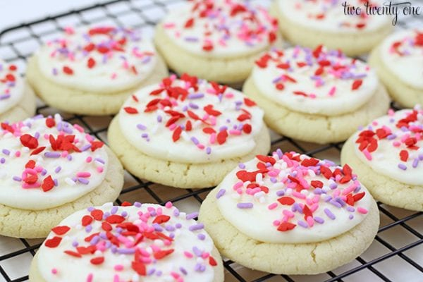 Delicious Dishes Recipe Party - Valentine's Day Recipes - Valentine's Day Sugar Cookies from Two Twenty One | CookingInStilettos.com