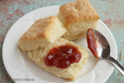 Delicious Dishes Recipe Party - Berry Recipes - Perfectly Easy Homemade Biscuits from Moms Need to Know | CookingInStilettos.com