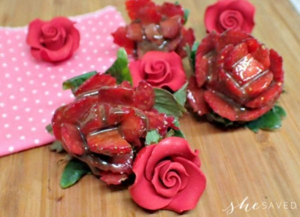Delicious Dishes Recipe Party - Berry Recipes - Chocolate Covered Strawberry Roses | CookingInStilettos.com