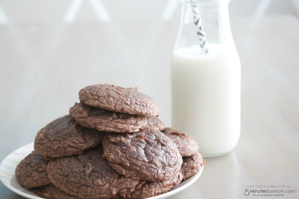 Delicious Dishes Recipe Party - Favorite Cookies and Bars - Brownie Cookies from 5 Minutes for Mom | CookingInStilettos.com