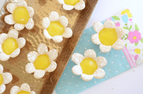 Delicious Dishes Recipe Party - Easter and Spring Recipes - Mini Lemon Flower Tarts from Kid and Kin Blog | CookingInStilettos.com