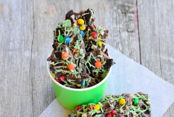 Delicious Dishes Recipe Party - Easter Desserts - Minty St. Patrick's Day Chocolate Bark from Juggling Act Mama | CookingInStilettos.com