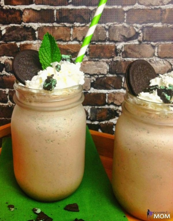 Delicious Dishes Recipe Party - Frozen Treats - Cookies n Cream Mint Chocolate Milkshake from Powered by Mom   CookingInStilettos.com