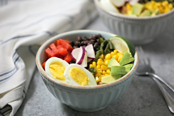 This Southwestern Style Farro Breakfast Bowl is packed with flavor and is fabulous for brunch, make-ahead lunch or when you want breakfast for dinner! Farro | Southwestern | Grain Bowl | Breakfast Bowl | Poblanos | Avocado | Vegetarian